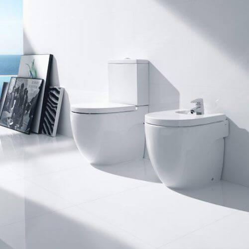 instalación de sanitarios en cuartos de baño
